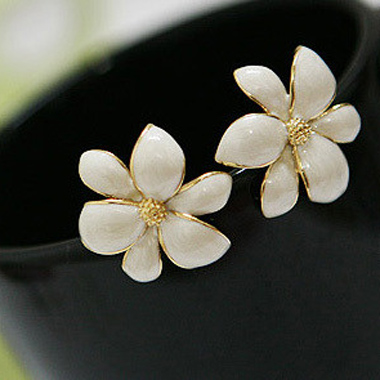 Elegant Office Lady Essential White Bauhinia Ear Stud