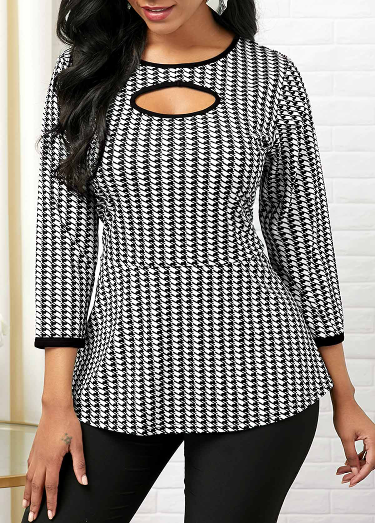 Cutout Front Round Neck Houndstooth Print T Shirt