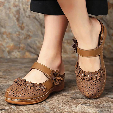 Floral Decorated Pierced Brown Slippers