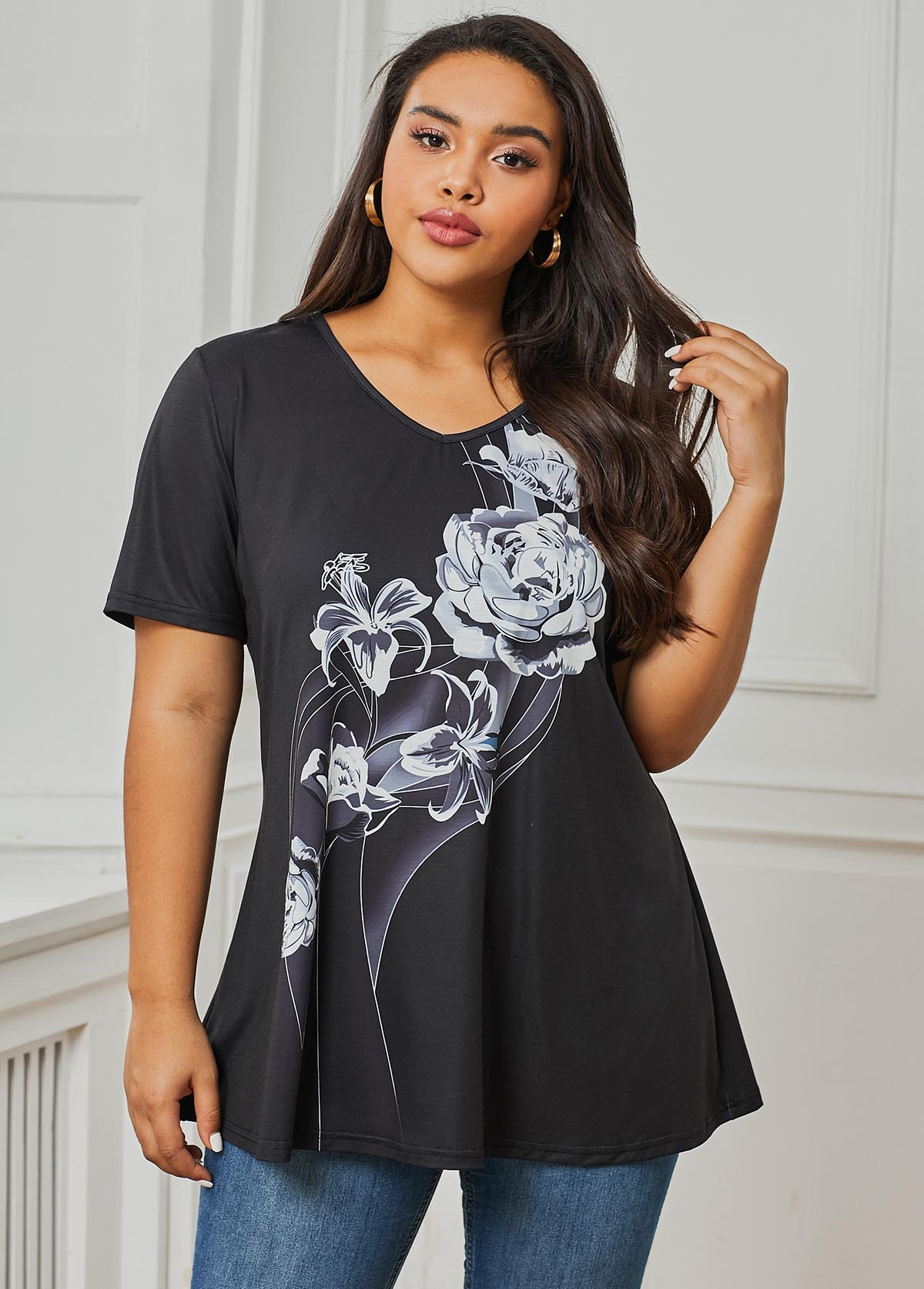 V Neck Flower Print Black Plus Size T Shirt
