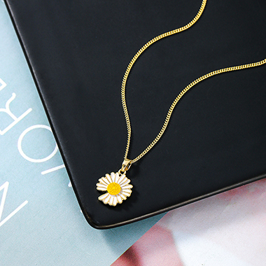 Daisy Design Gold Metal Chain Necklace