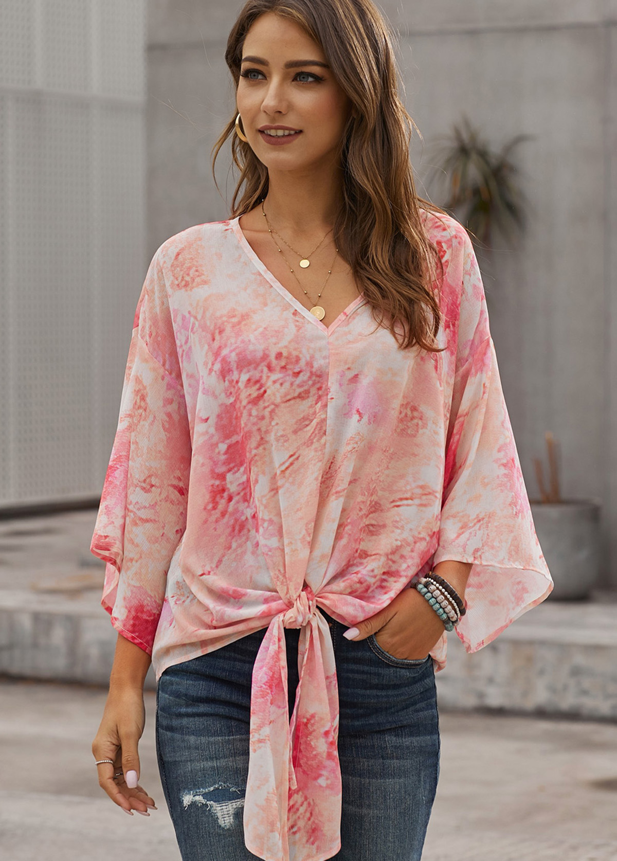 Knotted Hem Printed V Neck T Shirt