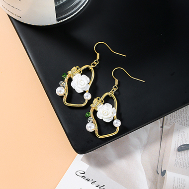 Flower Design Pearl Embellished Metal Gold Earring Set