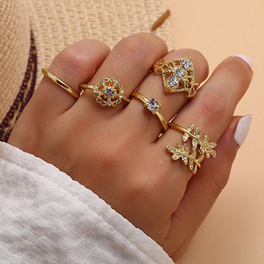 Rhinestone Detail Leaf Design Gold Metal Ring Set