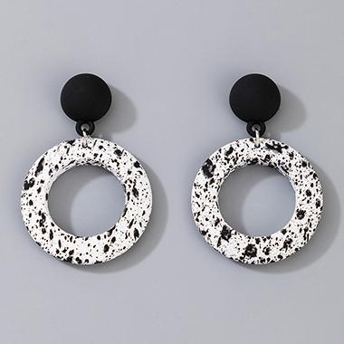 White Ring Shape Contrast Earring Set