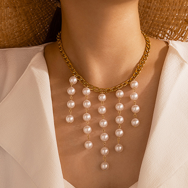 Pearl Detail Gold Metal Chain Necklace
