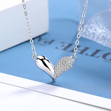 Rhinestone Detail Heart Design Silver Necklace