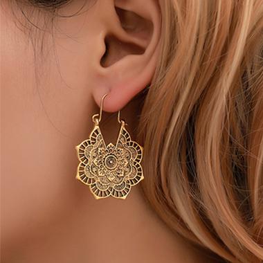 Hollow Out Flower Design Metal Detail Earring Set