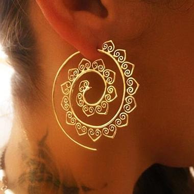 Heart Deaign Gold Metal Detail Retro Earrin Set