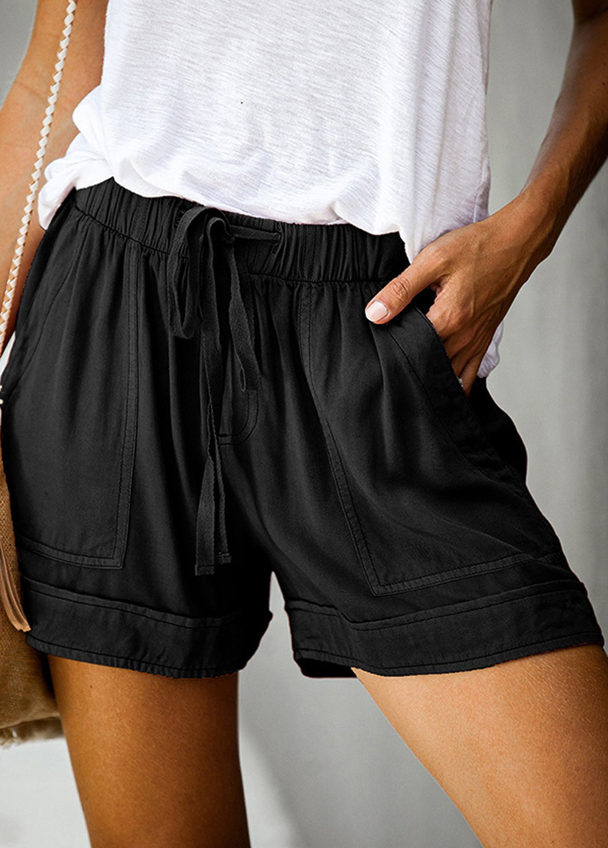 Solid Pocket Detail Elastic Waist Shorts