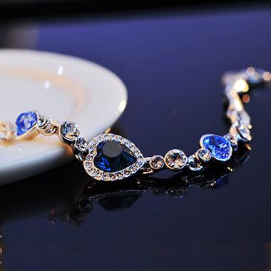 Metal Detail Rhinestone Heart Deaign Bracelet