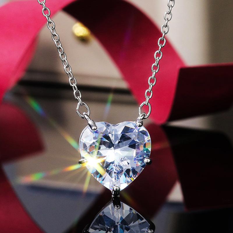 Heart Design Rhinestone Detail Silver Necklace